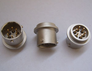 订货型号:KYF127-25-3 1、插座采用玻璃烧结结构 2、耐高温 350°、高密封 3、插针镀金、镀镍、镀银 4、绝缘电阻:250V、500MΩ 5、壳体表面喷砂或者哑光银灰色 6 适用于振动与加速度传感器连接器 7、参考标准:美军标:MIL 8、接受用户定制特殊标准型号产品